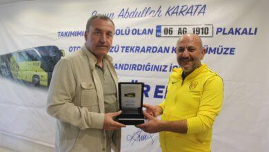 Photo of Başkanımız Faruk Koca'dan Abdullah Karaata'ya Teşekkür Plaketi